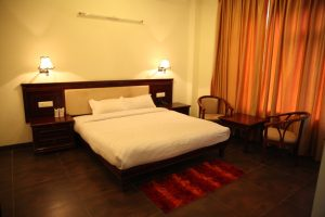 Happy Home Hotel Bhimtal - Delux Hill View Room