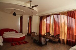 Happy Home Hotel Bhimtal - Executive Suit