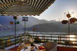 Hotel harsh Shekhar bhimtal Lake View