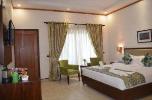 Una hotel bhowali Room